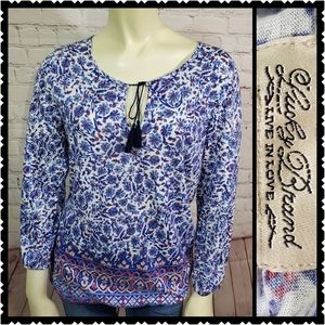Lucky small boho Inspired keyhole top womans